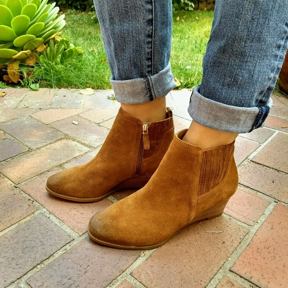 92abb829eebb NWT Franco Sarto Wayra Cognac Wedge Ankle Boot 8.5